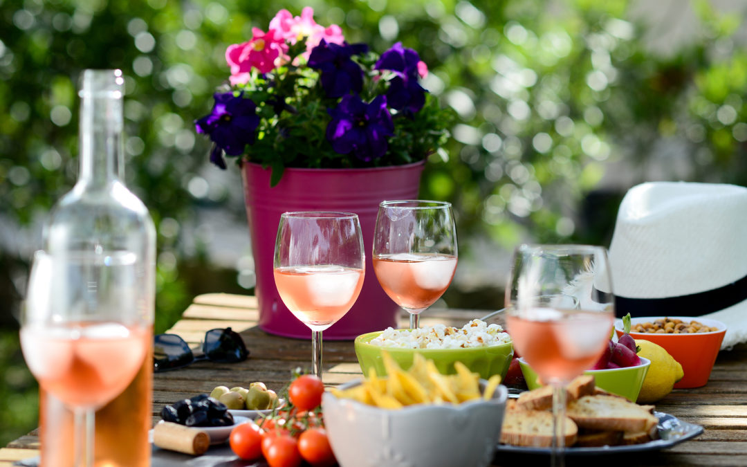Fair Weather Feasting: How to Master Effortless Backyard Entertaining